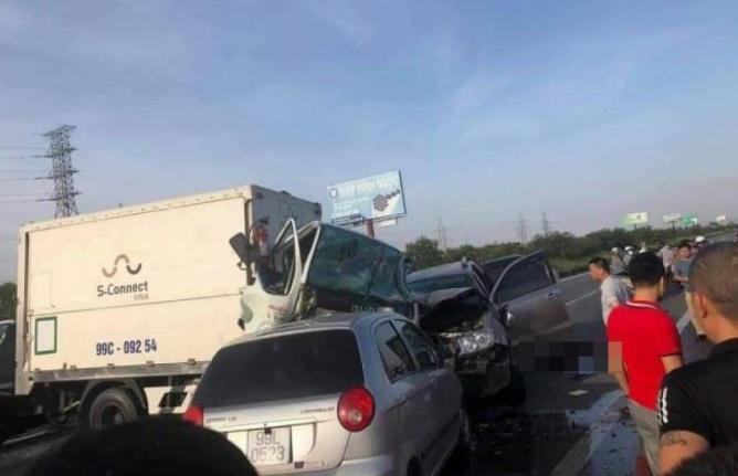 Ô tô lao qua dải phân cách cao tốc, gây tai nạn liên hoàn, 2 người thiệt mạng - Ảnh 1