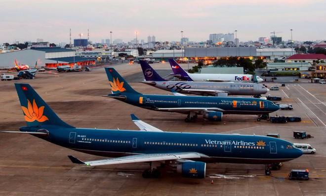 Hàng trăm chuyến bay bị hủy do bão số 9 - Ảnh 1