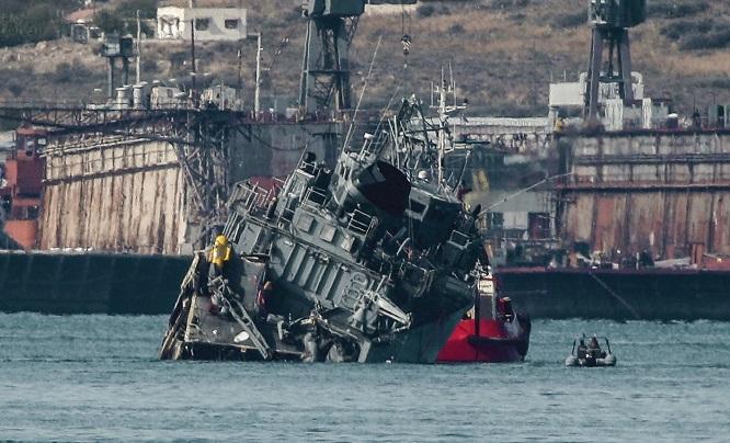Chiến hạm Hy Lạp bị tàu chở hàng đâm gãy đôi: Xác định nguyên nhân ban đầu - Ảnh 1
