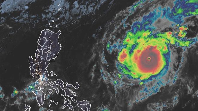 Siêu bão Goni mạnh cấp 17 đang tiến nhanh hướng vào biển Đông - Ảnh 1
