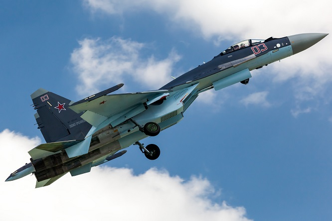 Nga lần đầu hé lộ hình ảnh tiêm kích Su-35 khai hỏa tên lửa bất khả chiến bại R-37M - Ảnh 2
