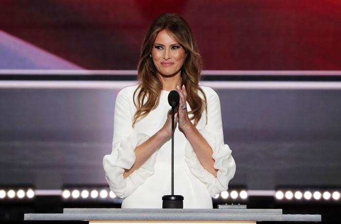 Những bộ trang phục hàng chục nghìn USD của Đệ nhất phu nhân Melania Trump  - Ảnh 1