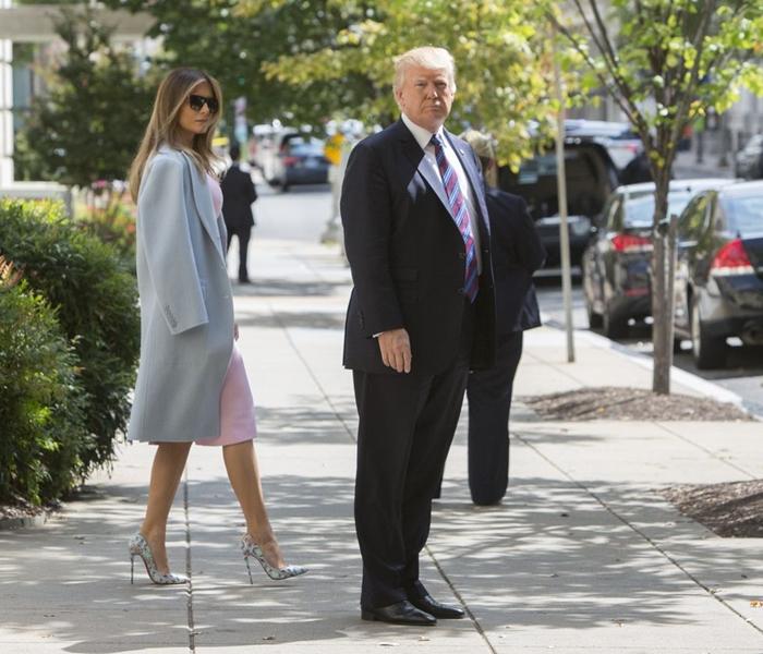 Những bộ trang phục hàng chục nghìn USD của Đệ nhất phu nhân Melania Trump  - Ảnh 9