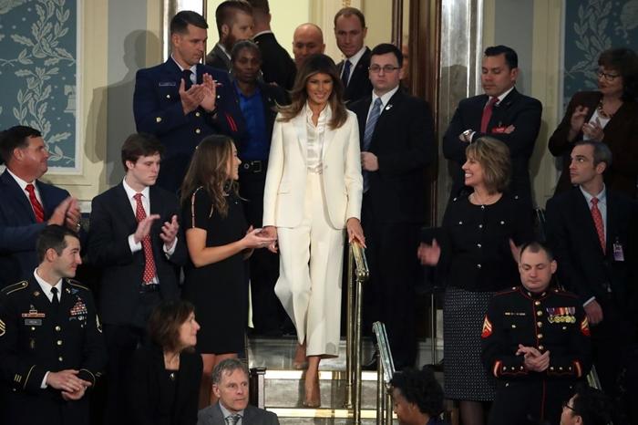 Những bộ trang phục hàng chục nghìn USD của Đệ nhất phu nhân Melania Trump  - Ảnh 12