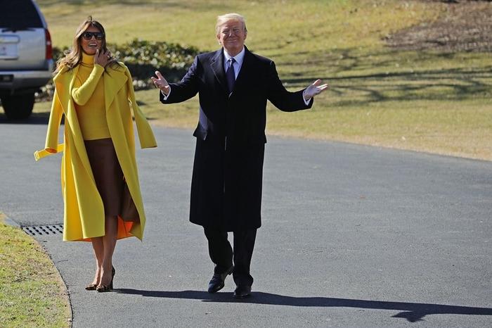 Những bộ trang phục hàng chục nghìn USD của Đệ nhất phu nhân Melania Trump  - Ảnh 13