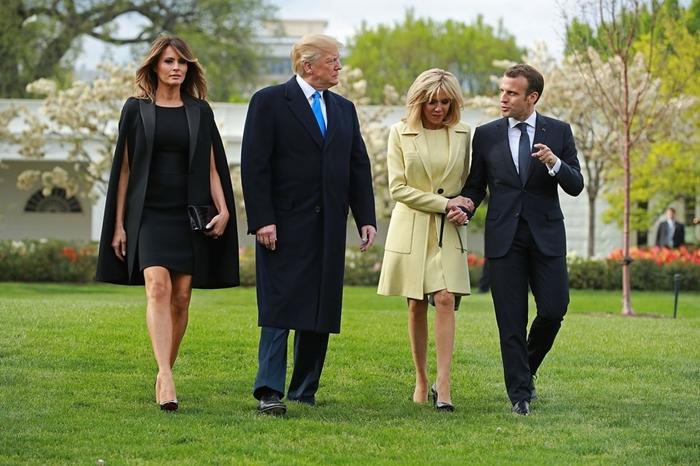Những bộ trang phục hàng chục nghìn USD của Đệ nhất phu nhân Melania Trump  - Ảnh 15