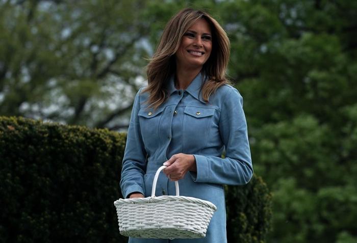 Những bộ trang phục hàng chục nghìn USD của Đệ nhất phu nhân Melania Trump  - Ảnh 16
