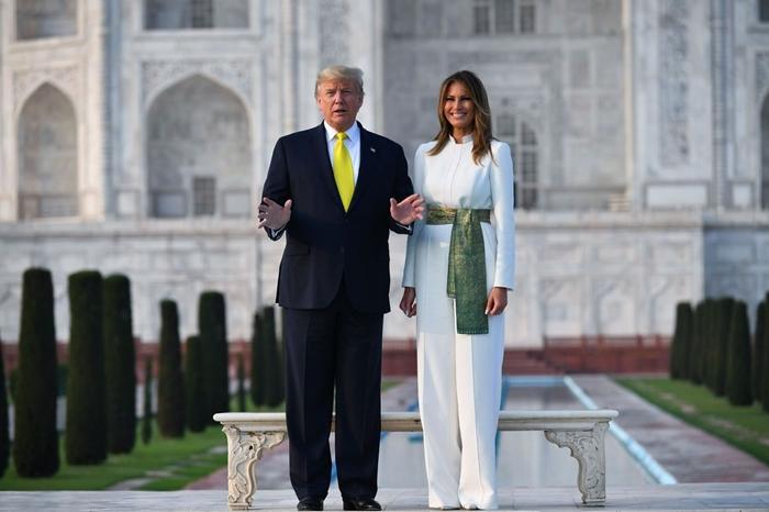 Những bộ trang phục hàng chục nghìn USD của Đệ nhất phu nhân Melania Trump  - Ảnh 19