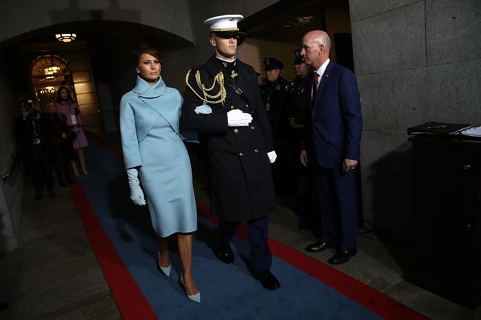 Những bộ trang phục hàng chục nghìn USD của Đệ nhất phu nhân Melania Trump  - Ảnh 3
