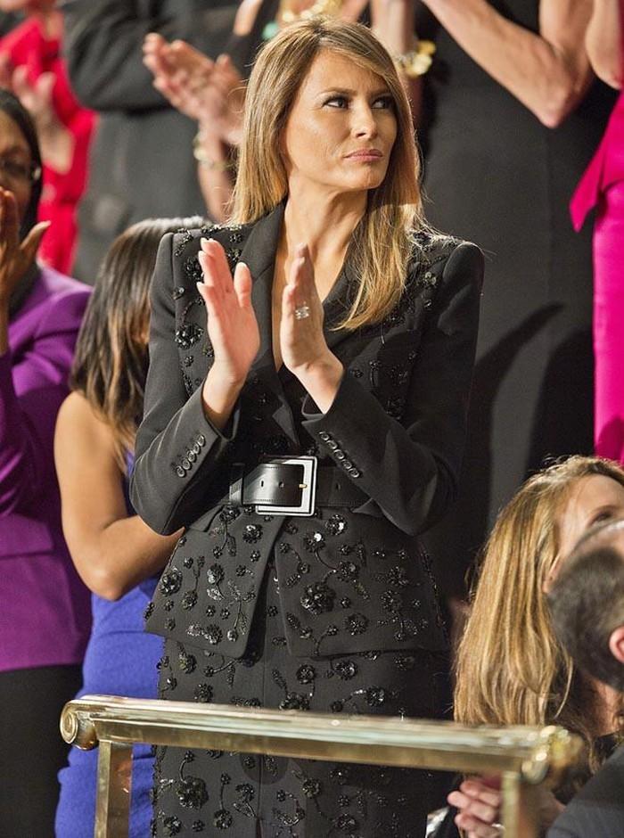 Những bộ trang phục hàng chục nghìn USD của Đệ nhất phu nhân Melania Trump  - Ảnh 21