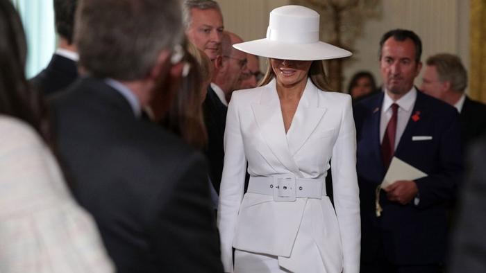 Những bộ trang phục hàng chục nghìn USD của Đệ nhất phu nhân Melania Trump  - Ảnh 24