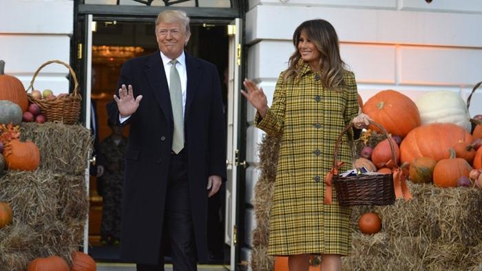 Những bộ trang phục hàng chục nghìn USD của Đệ nhất phu nhân Melania Trump  - Ảnh 25