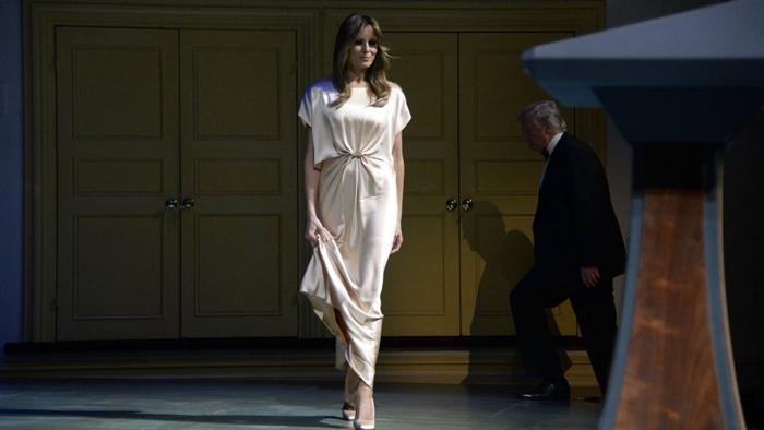 Những bộ trang phục hàng chục nghìn USD của Đệ nhất phu nhân Melania Trump  - Ảnh 26