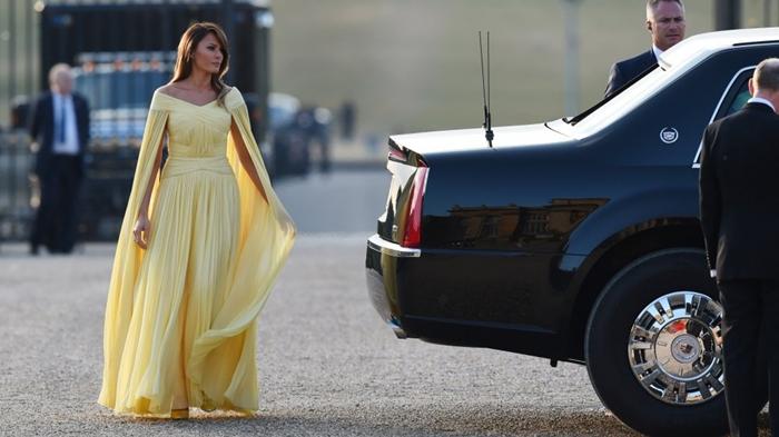Những bộ trang phục hàng chục nghìn USD của Đệ nhất phu nhân Melania Trump  - Ảnh 27