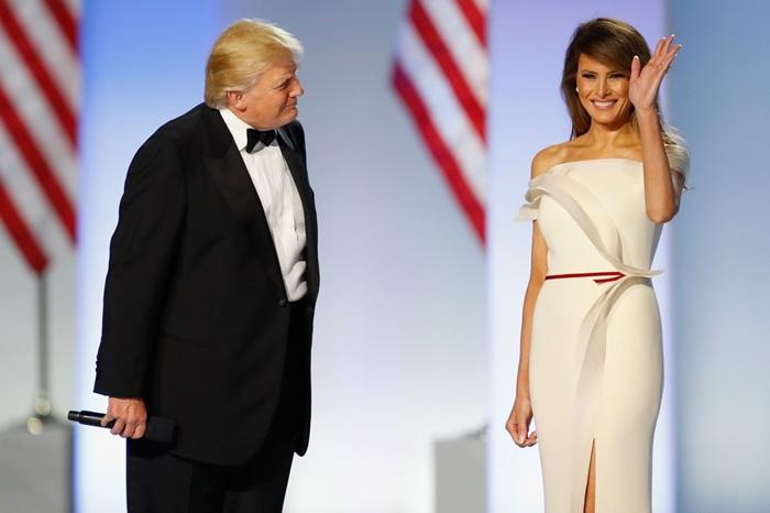 Những bộ trang phục hàng chục nghìn USD của Đệ nhất phu nhân Melania Trump  - Ảnh 4