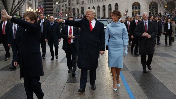 Những bộ trang phục hàng chục nghìn USD của Đệ nhất phu nhân Melania Trump  - Ảnh 28