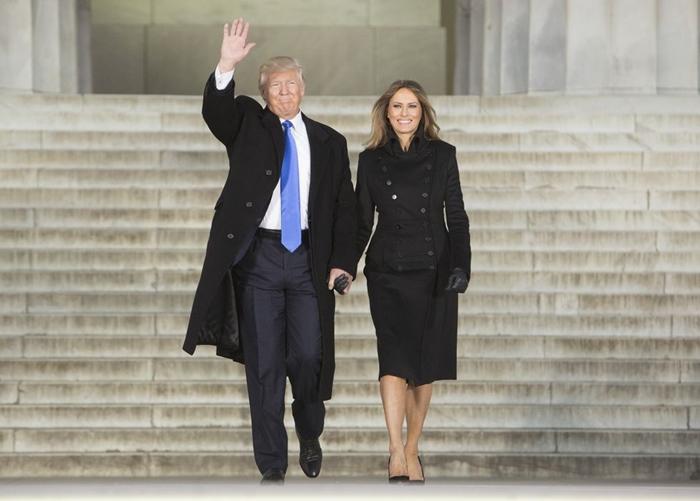 Những bộ trang phục hàng chục nghìn USD của Đệ nhất phu nhân Melania Trump  - Ảnh 5