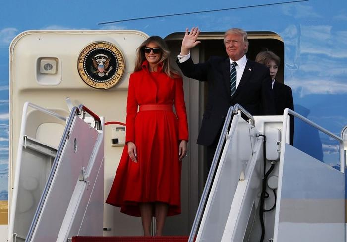 Những bộ trang phục hàng chục nghìn USD của Đệ nhất phu nhân Melania Trump  - Ảnh 6