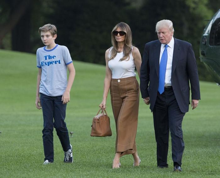 Những bộ trang phục hàng chục nghìn USD của Đệ nhất phu nhân Melania Trump  - Ảnh 7