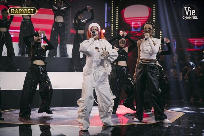 Thần thái đỉnh cao của HLV Suboi và TLinh trong màn trình diễn ấn tượng tại chung kết Rap Việt  - Ảnh 6