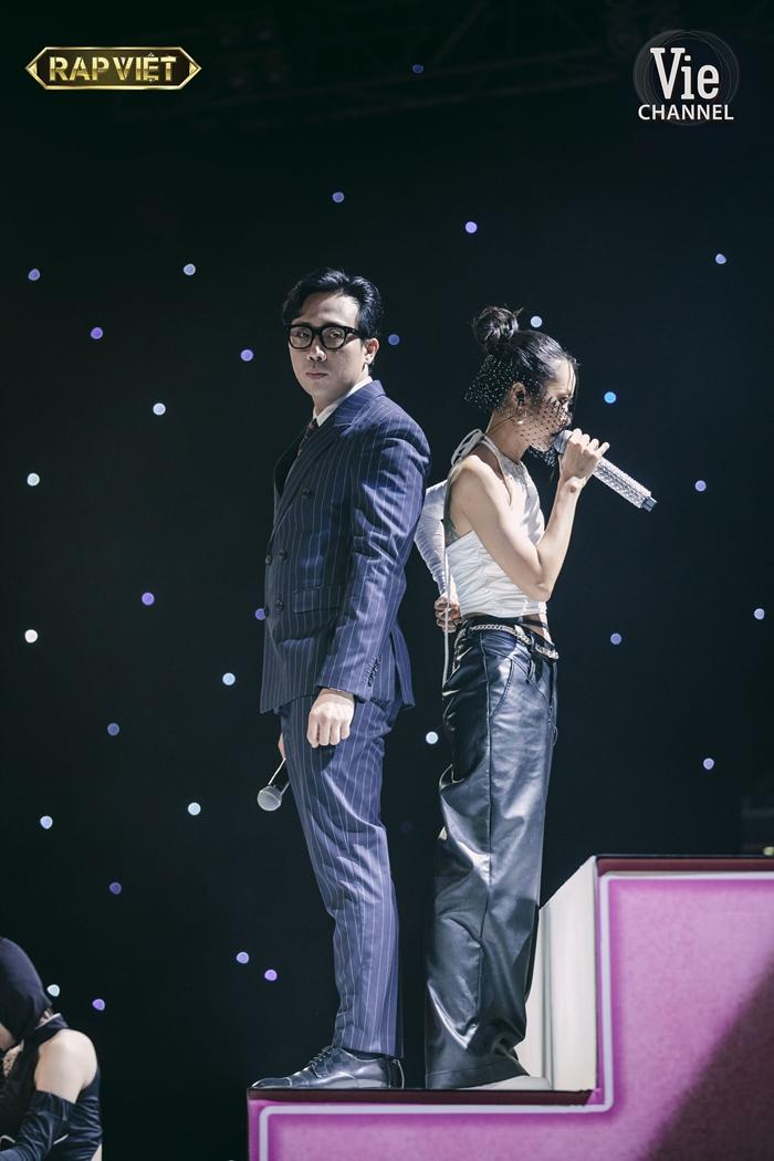 Thần thái đỉnh cao của HLV Suboi và TLinh trong màn trình diễn ấn tượng tại chung kết Rap Việt  - Ảnh 7