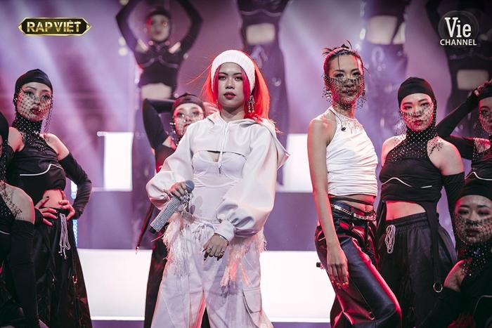 Thần thái đỉnh cao của HLV Suboi và TLinh trong màn trình diễn ấn tượng tại chung kết Rap Việt  - Ảnh 8