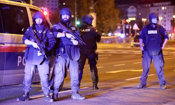 Xả súng tại 6 địa điểm ở thủ đô nước Áo, ít nhất 2 người thiệt mạng - Ảnh 1