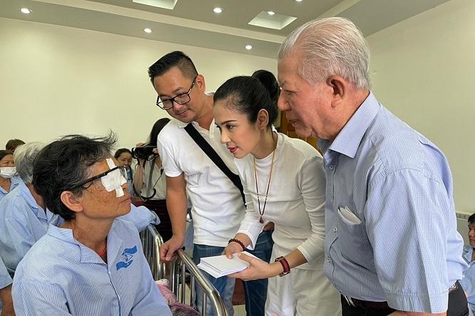 Việt Trinh không tổ chức sinh nhật suốt 11 năm, giúp hàng nghìn người nghèo sáng mắt - Ảnh 2