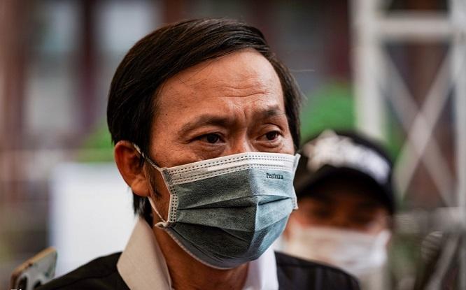 """NSƯT Hoài Linh khóc nghẹn tại lễ tang nghệ sĩ Chí Tài: """"Anh ơi, em nhớ anh. Em lúc nào cũng nhớ anh"""" - Ảnh 1"""