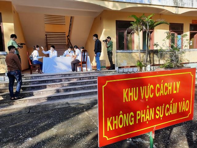 Hà Nội cách ly một gia đình 5 người trở về từ huyện Bình Xuyên, Vĩnh Phúc - Ảnh 2
