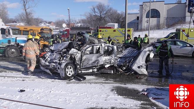 200 phương tiện đâm liên hoàn trên đường cao tốc, ít nhất 2 người thiệt mạng, 40 người bị thương - Ảnh 1