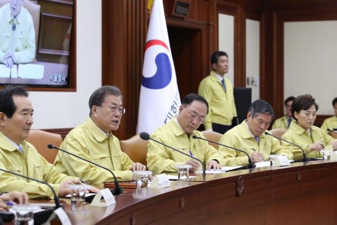 5 người thiệt mạng và 602 ca nhiễm Covid-19, Hàn Quốc nâng cảnh báo lên mức cao nhất - Ảnh 1