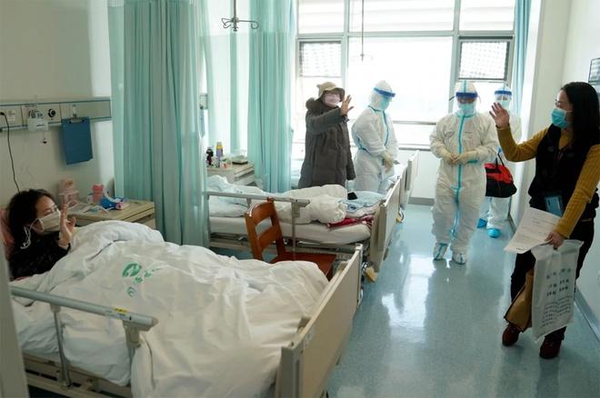 Cách ly bắt buộc 14 ngày với những người nhiễm Covid-19 được chữa khỏi tại Vũ Hán - Ảnh 1
