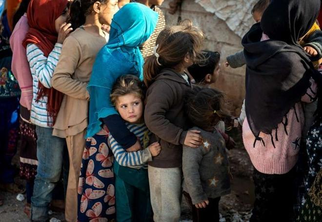 Xót xa cảnh hàng trăm nghìn dân thường phải chạy trốn khỏi Idlib, giữa bối cảnh giao tranh ác liệt - Ảnh 2