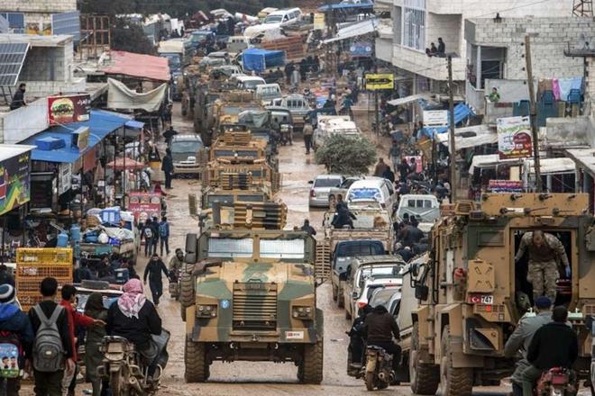 Xót xa cảnh hàng trăm nghìn dân thường phải chạy trốn khỏi Idlib, giữa bối cảnh giao tranh ác liệt - Ảnh 1