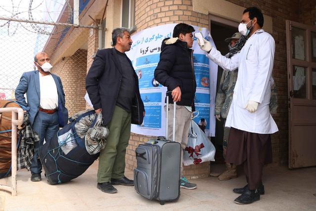 Ít nhất 7 quan chức chính phủ Iran nhiễm Covid-19 - Ảnh 1