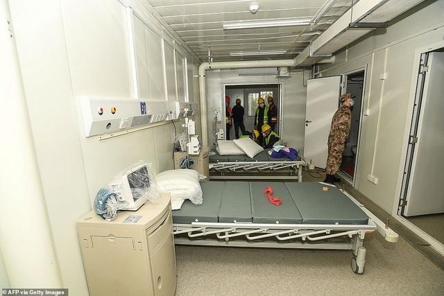 Có gì tại bệnh viện dã chiến được xây dựng thần tốc trong 10 ngày ở Vũ Hán? - Ảnh 7