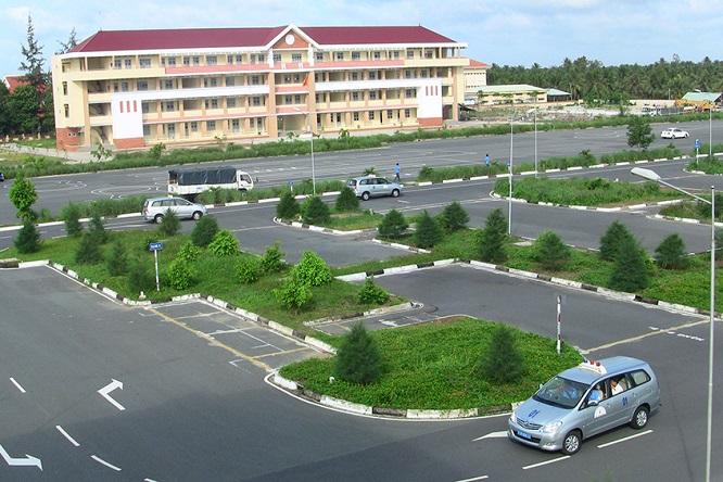 TP.HCM: Thu hồi giấy phép dạy học của 83 giáo viên, xử phạt 5 cơ sở đào tạo lái xe - Ảnh 1