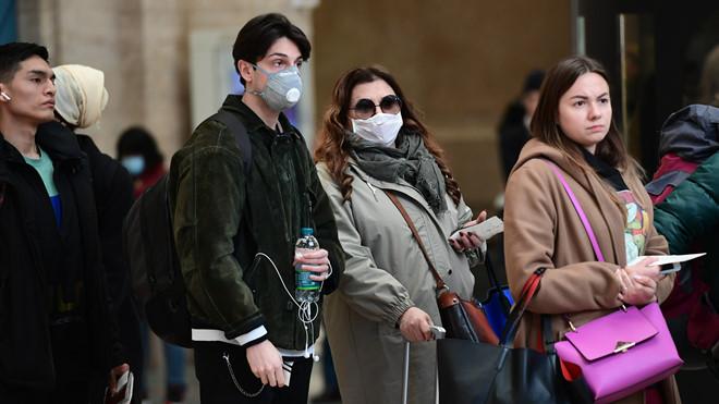 Covid-19 tại Italy: Y bác sĩ bật khóc vì phải lựa chọn bệnh nhân để điều trị - Ảnh 2