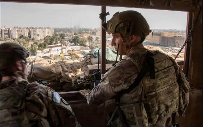 Loạt tên lửa bí ẩn tấn công căn cứ quân sự Mỹ tại Iraq, 15 người thương vong - Ảnh 1