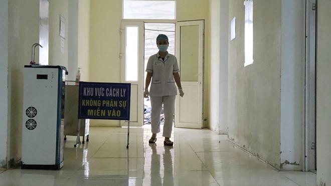 Hà Tĩnh: Cách ly, theo dõi y tế tại nhà đối với 4 người đi cùng chuyến bay với bệnh nhân số 51 nhiễm Covid-19 - Ảnh 1