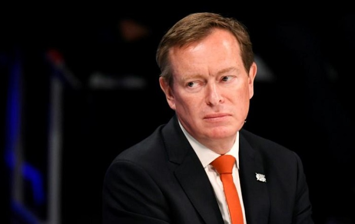 Kiệt sức vì chống dịch Covid-19, Bộ trưởng Y tế Hà Lan từ chức - Ảnh 1