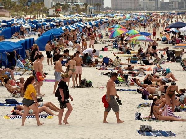 Người dân phớt lờ mọi cảnh báo về dịch Covid-19, Australia đóng cửa bãi biển nổi tiếng tại Sydney - Ảnh 2