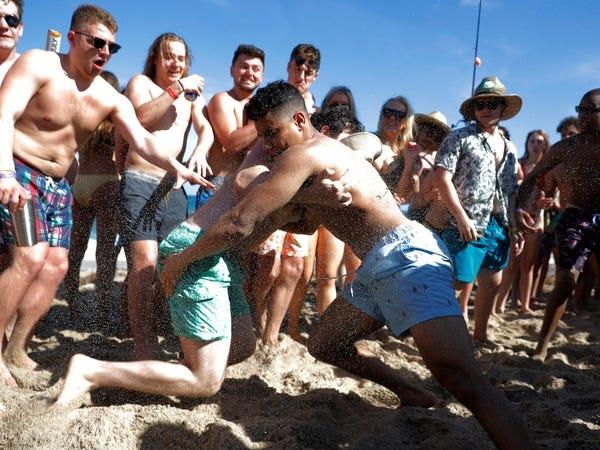 Người dân phớt lờ mọi cảnh báo về dịch Covid-19, Australia đóng cửa bãi biển nổi tiếng tại Sydney - Ảnh 14