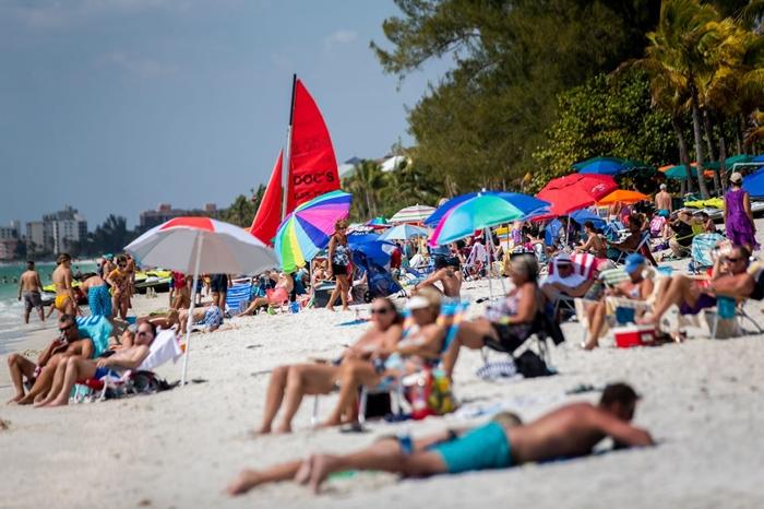 Người dân phớt lờ mọi cảnh báo về dịch Covid-19, Australia đóng cửa bãi biển nổi tiếng tại Sydney - Ảnh 3