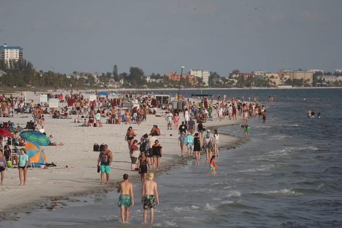 Người dân phớt lờ mọi cảnh báo về dịch Covid-19, Australia đóng cửa bãi biển nổi tiếng tại Sydney - Ảnh 4
