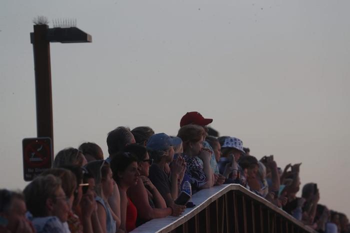 Người dân phớt lờ mọi cảnh báo về dịch Covid-19, Australia đóng cửa bãi biển nổi tiếng tại Sydney - Ảnh 6