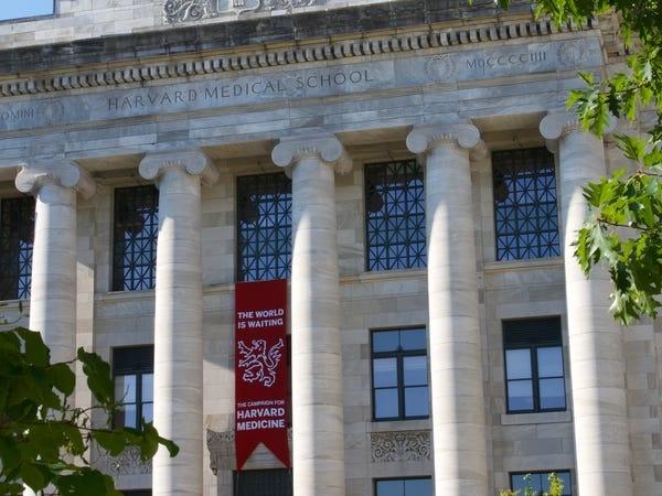Hàng loạt các trường đại học danh tiếng tại Mỹ đóng cửa, yêu cầu sinh viên rời ký túc xá - Ảnh 2