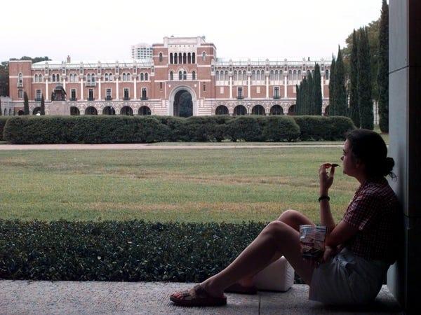 Hàng loạt các trường đại học danh tiếng tại Mỹ đóng cửa, yêu cầu sinh viên rời ký túc xá - Ảnh 14