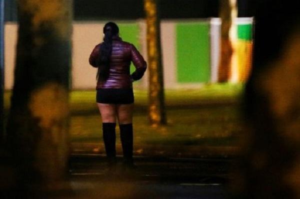 Cuộc sống của gái mại dâm tại Pháp chao đảo do Covid-19: Tiền phạt nhiều hơn tiền tiếp khách - Ảnh 2